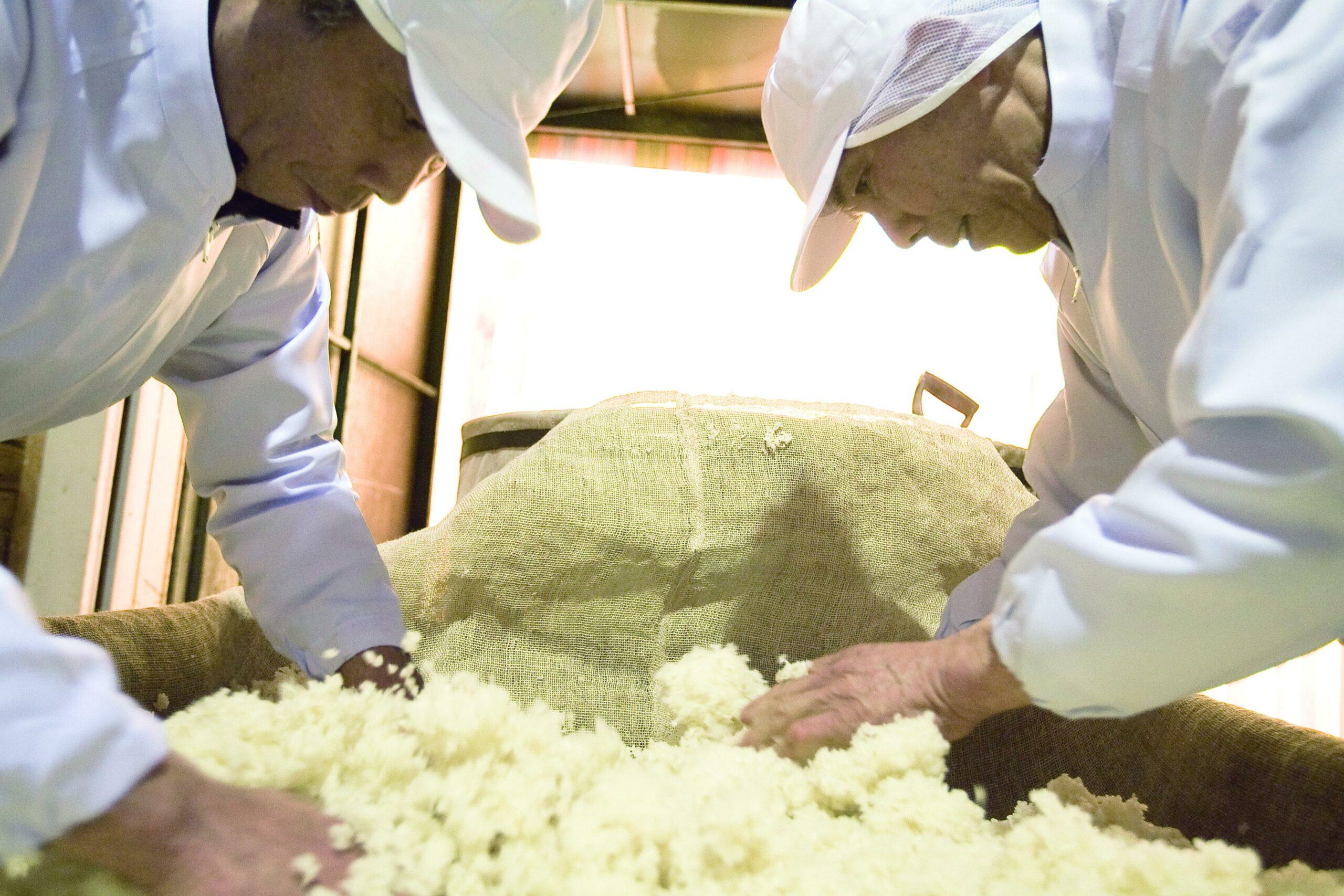 センナリ(株)食酢お好みソース製造工程の見学(広島市)