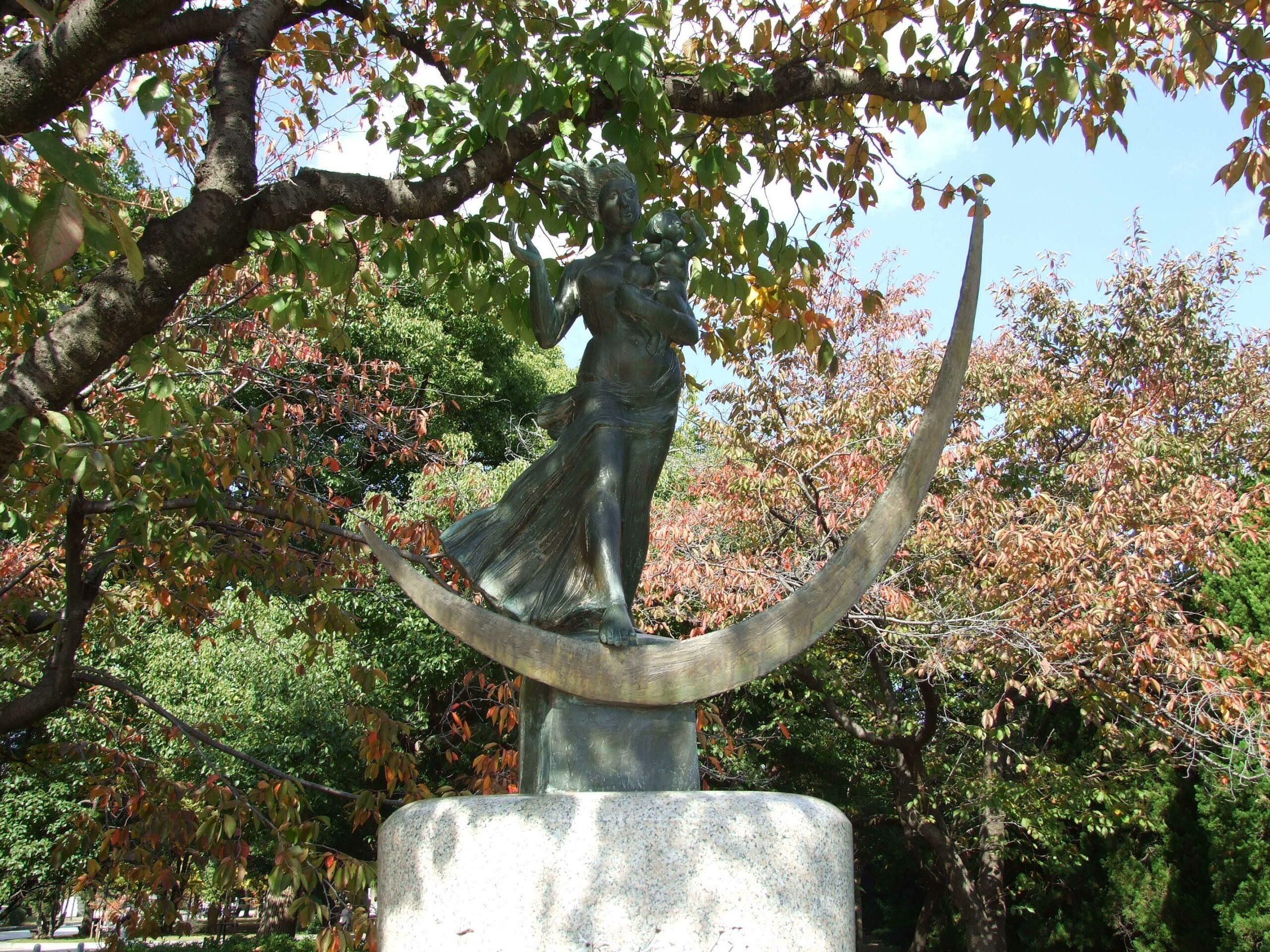 平和祈念像(草野心平の詩碑)