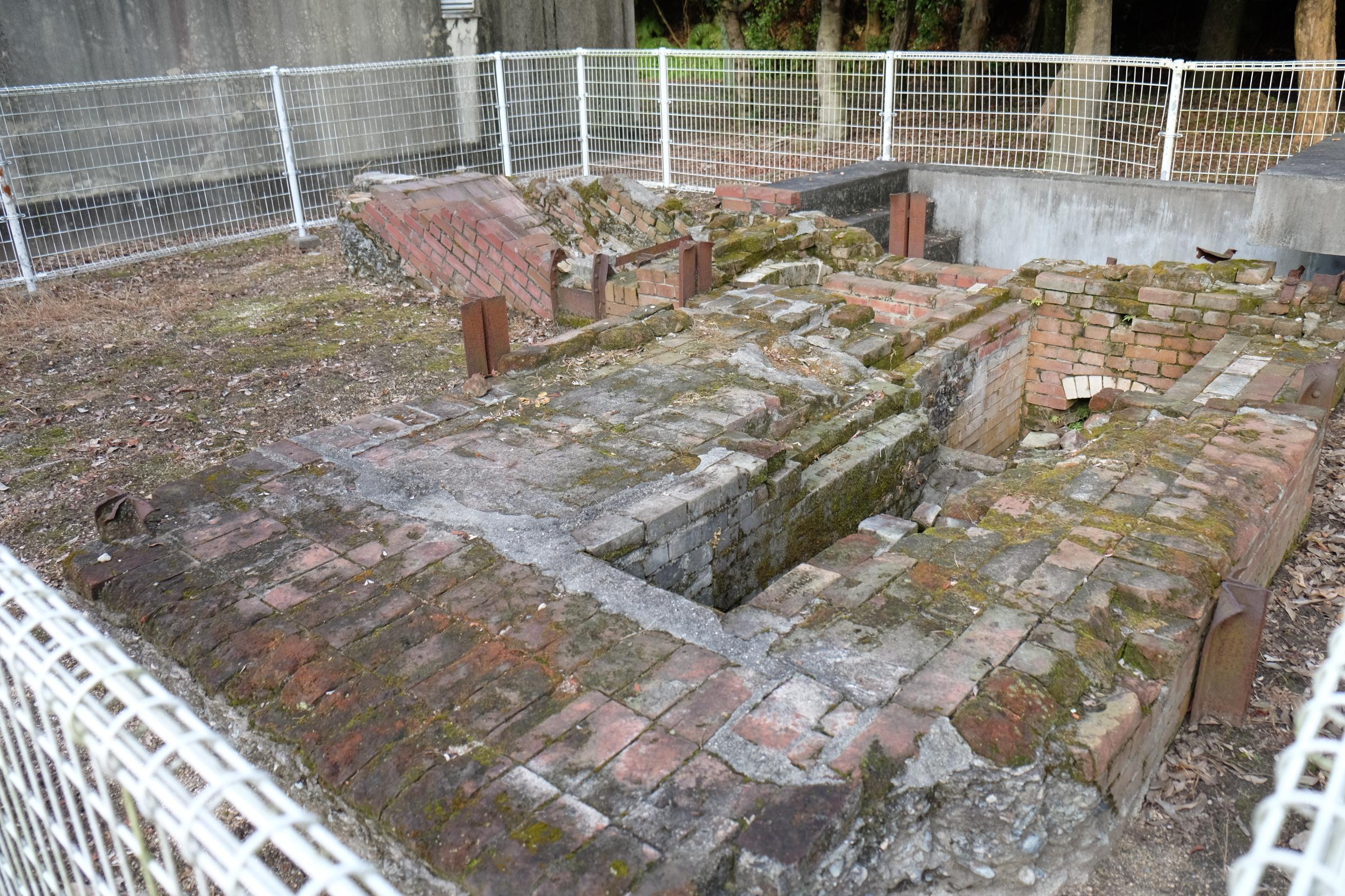 旧陸軍運輸部馬匹検疫所焼却炉の遺構碑